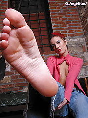 Sexy goth chick adores her feet