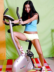 Hot teen chick running on a treadmill in the nude pictures