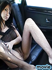 Stunning brunette babe pleases her pussy on the backseat